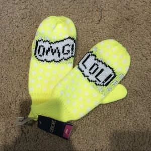 New with tags Yellow kids mittens